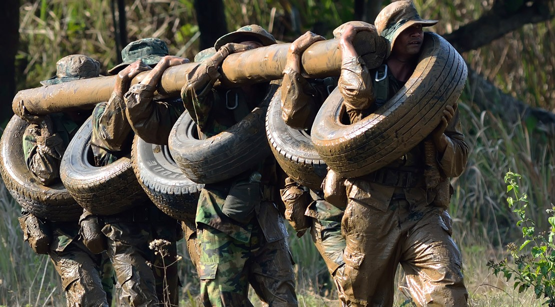 Navy-Seal-Training-Holding-Log-Muddy