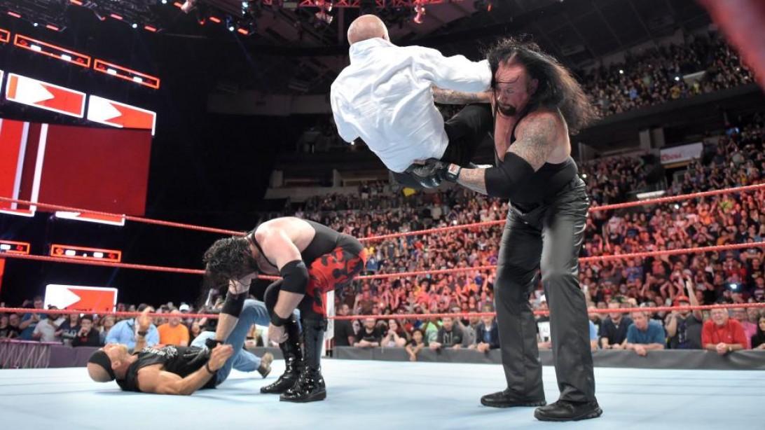 Undertaker chokeslams Triple H