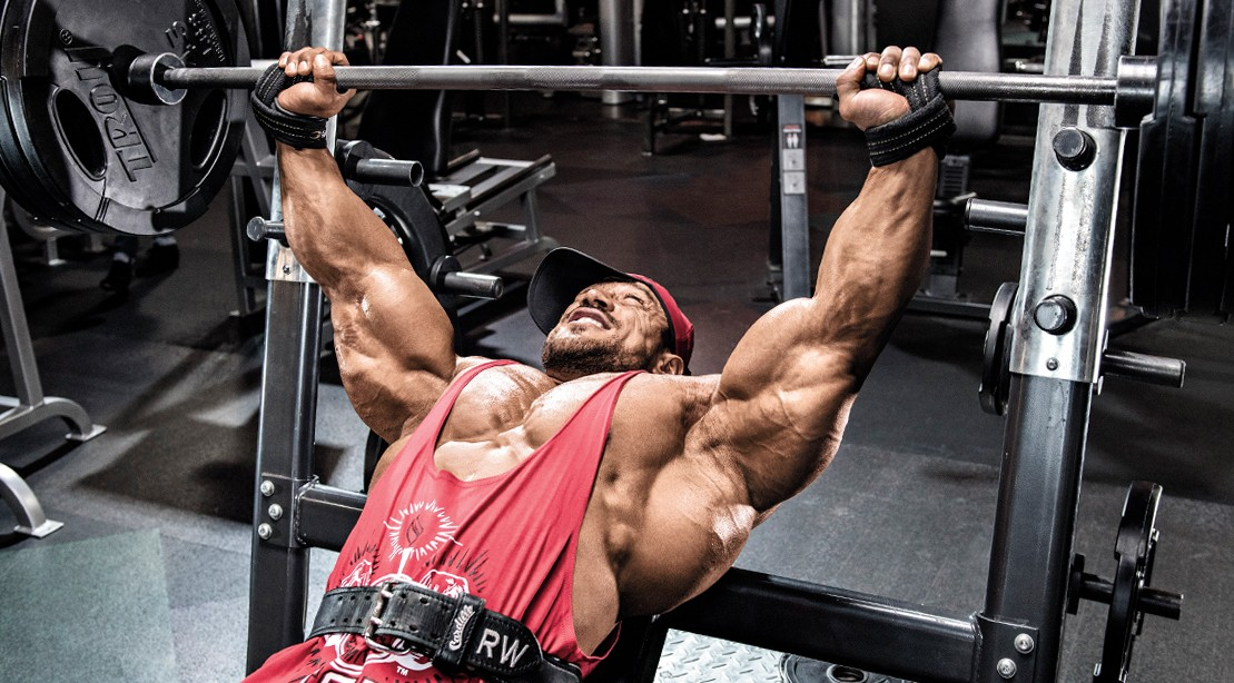 Roelly-Winklar-Performing-Incline-Barbell-Bench-Press