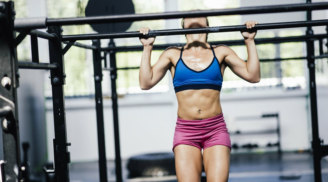 Woman performing pullup at the gym