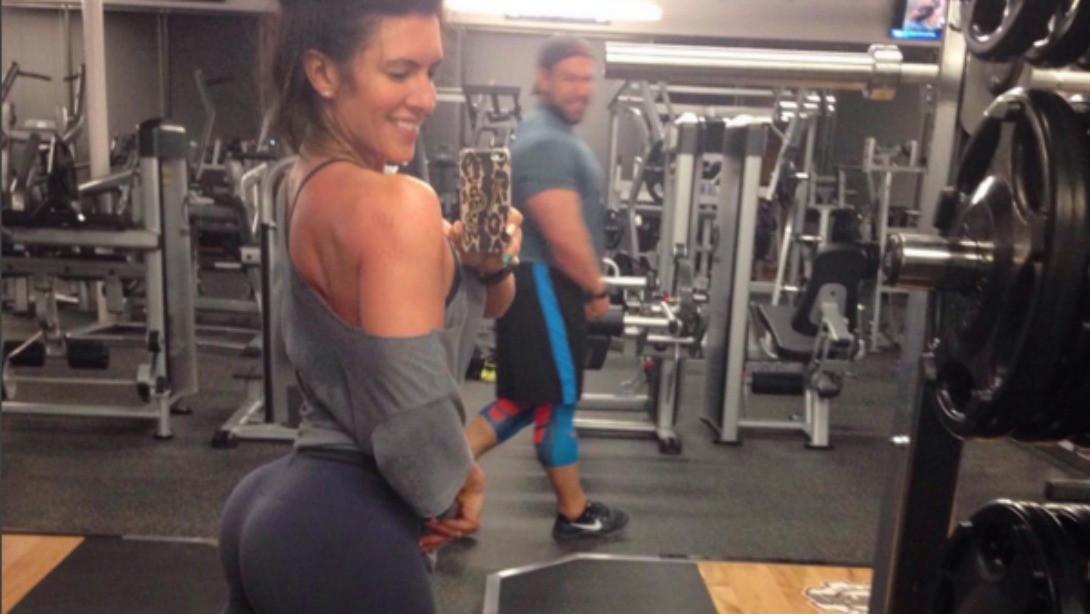 Amanda Latona's Husband Caught Copying Butt Selfie