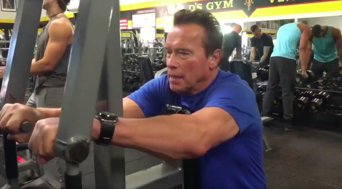 watch arnold schwarzenegger shares inspiring holiday training
