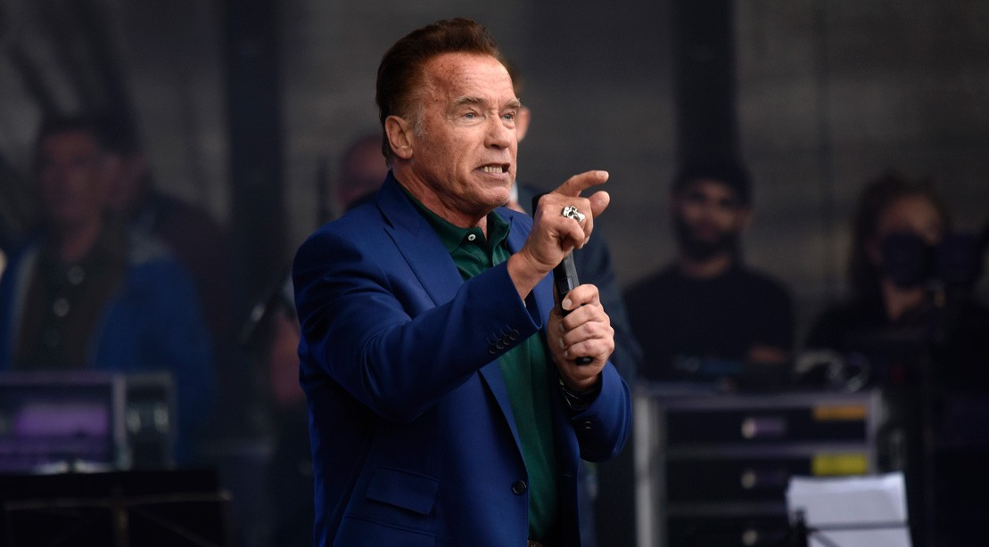 "Arnold Schwarzenegger speaks at a Sustainability Summit ""title ="" Arnold Schwarzenegger speaks at a Sustainability Summit ""/>    <div class="