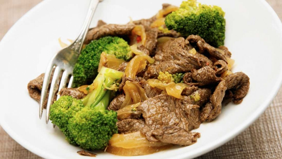 Plate of beef and broccoli stir fry