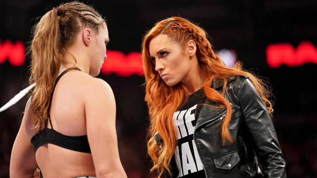 """Becky Lynch stares down Ronda Rousey. """"title ="""" Becky Lynch stares down Ronda Rousey. """"/>    <div class="""