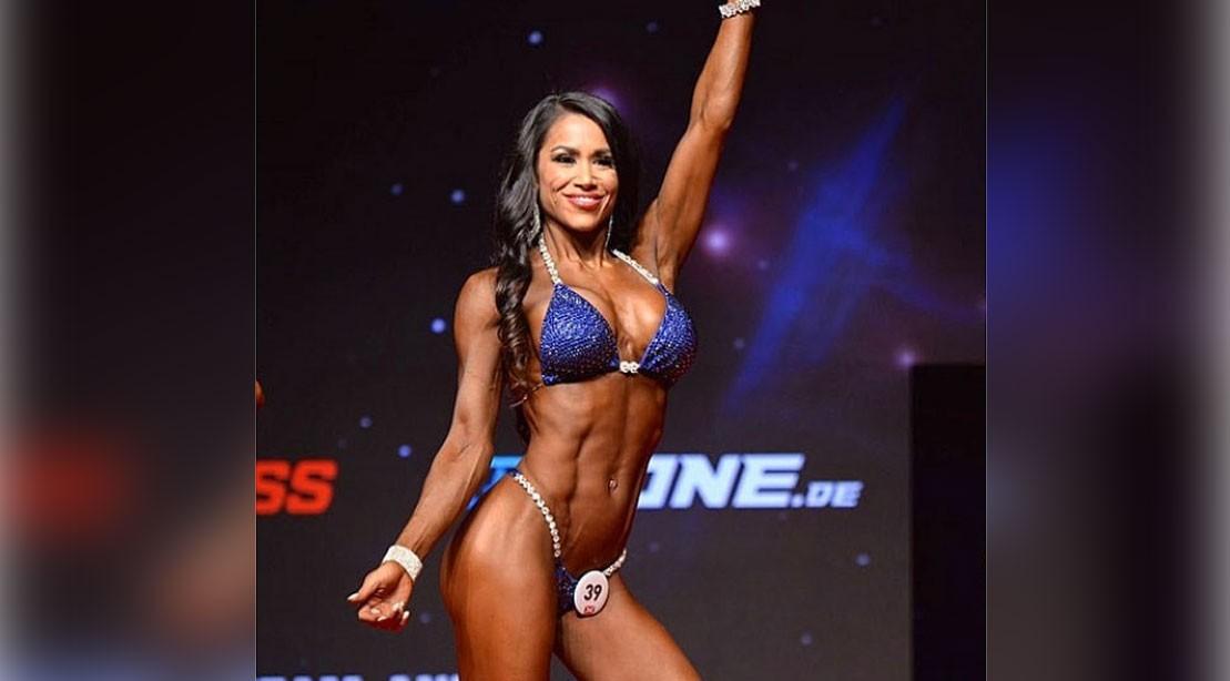 IFBB Pro League Bikini Competitor Jennifer Ronzitti's Shoulder Workout