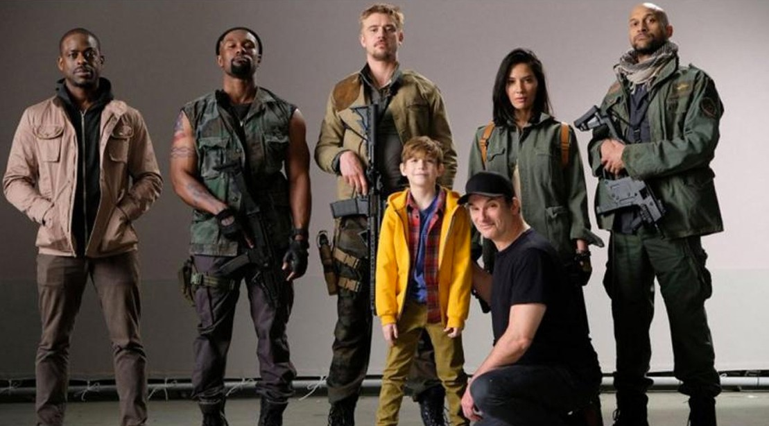 Shane Black Reveals Badass Cast Photo for 'The Predator,' Confirms R-rated Violence