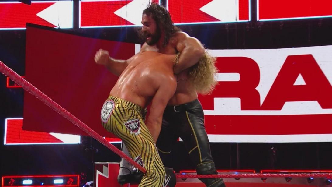 Seth Rollins et Dolph Ziggler se poussent à leurs limites dans le titre de titre intercontinental brutal