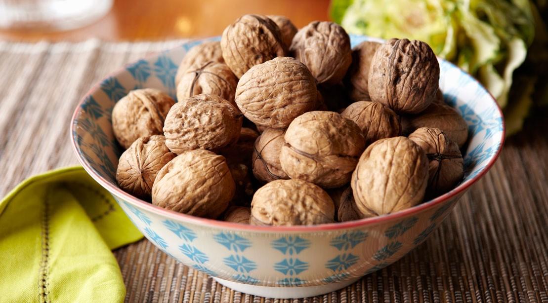 walnuts 165531178