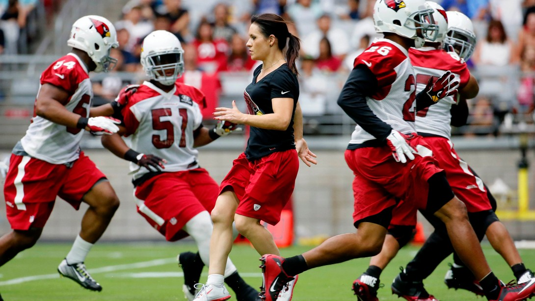 Jen Welter Is To Walk Floyd Mayweather To The Ring On September 12