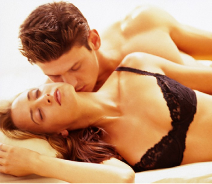 10 Moves She Wants You to Make During Foreplay