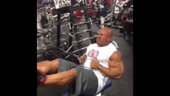 Phil Heath Trains 4 Weeks Out from the 2014 Olympia
