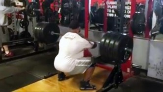 Juan Morel Trains Legs in Preparation for 2015 Olympia