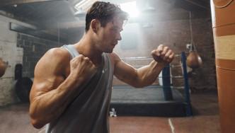 Chris-Hemsworth-Punching-Heavy-Bag