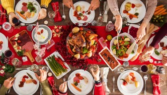 Christmas-Table-Meal-Spread