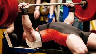 Man-Bench-Press-Professional-Bench-Pressing-Competition