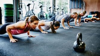 11 consejos de entrenamiento para aliviar el dolor de hombro thumbnail
