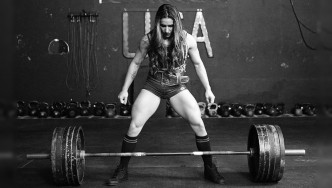 stefi-cohen-sumodeadlift-BW