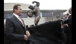 Arnold Schwarzenegger unveils his Statue Out Front of the Veteran's Memorial thumbnail