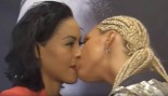 Female Boxers Kiss at press conference thumbnail