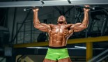 Bodybuilder doing pullups thumbnail