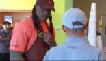 Video: Vernon Davis Goes Undercover thumbnail