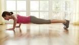 Miniaturas de mujer haciendo flexiones