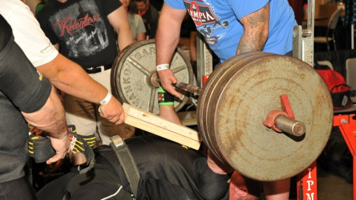 Competitors Put Muscle to Test at 2015 Olympia Expo thumbnail