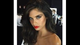Christmas in July: Victoria's Secret Angels Snap Selfies at Holiday Photo Shoot thumbnail