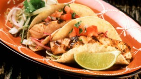 Recipe: How To Make Grilled Chipotle Salmon Tacos thumbnail