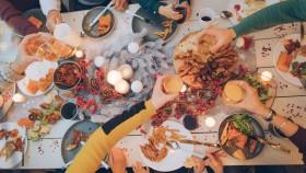 Holiday Dinner Table thumbnail