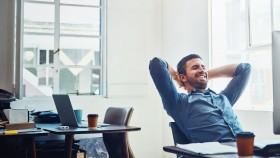 8 Office Essentials para crear una miniatura de espacio de trabajo más saludable