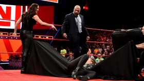 Stephanie McMahon throws Ronda Rousey through a table on Monday Night Raw (2 April 2018) thumbnail