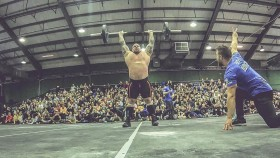 Strongman Eddie Hall establece miniatura de CrossFit World Record