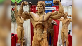 This Wooden Statue of Arnold Schwarzenegger Stole the Show at the 2019 Arnold thumbnail