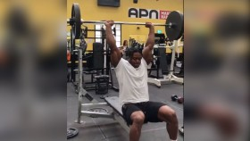 Powerlifter Supersets a Bench Press With a Sit-Up thumbnail