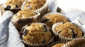 Toaster Oven Recipe for Athletes: Blueberry Whole Grain Cornbread Muffins thumbnail