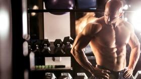 Build-Chest-Workout-Bodybuilder-Resting-Dumbbell-Rack-998035390 miniatura