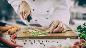 Chef-Chopping-Scallions-Cutting-Board-Chef-Knife-Prep miniatura