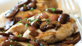 Chicken with Mushrooms and Thyme thumbnail