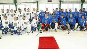 Celebrity Trainer Don Saladino Participates in Charity Hockey Game thumbnail