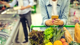 Miniatura de chica en el teléfono-Carrito de compras-Supermercado-Compras
