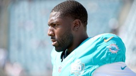 Greg-Jennings-Wide-Receiver-Miami-Dolphins-NFL thumbnail