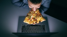 Guy-Eating-Pizza-In-Front-Of-Laptop-Light thumbnail