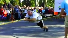 The 10 Most Impressive Feats of Strength thumbnail