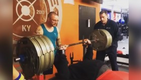 Julis Maddox Benches 700 Pounds for Three Clean Reps thumbnail