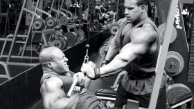 Jay-Cutler-Spotting-Phil-Heath-Cable-Pull-Down thumbnail