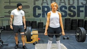 Josh-Gallegos-Training-Becky-Lynch miniatura