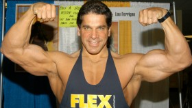 Lou Ferrigno flexing biceps thumbnail