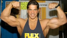 Lou Ferrigno flexing biceps thumbnail
